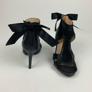 Black faux leather/Suede Heels Bow Zipper 6.5